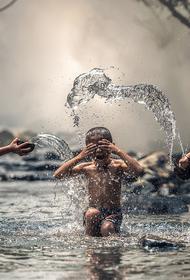 В Роспотребнадзоре оценили риск заразиться коронавирусом во время купания