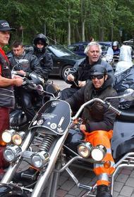 Раймонд Паулс недоволен байкерами в центре Риги