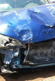 Автомобиль протаранил школу в Приморье, четверо пострадавших