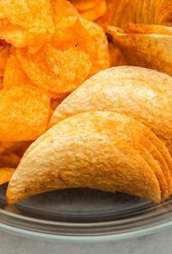 Диетолог объяснил, почему вред чипсов преувеличен