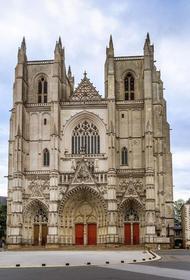 Во Франции начато расследование по факту намеренного поджога собора в Нанте