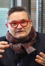 Литва со скандалом попросила историка моды Александра Васильева на выход