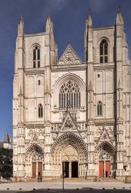 Пожар вспыхнул в соборе во французском Нанте
