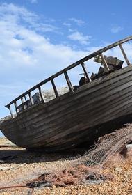 Во время отлива на пляже в Бразилии были найдены останки старинного корабля