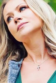 Мария Миронова показала поклонникам новую татуировку на шее