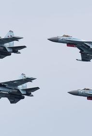 Авиационная группа высшего пилотажа «Русские Витязи» поздравила моряков ТОФ с Днем Военно-Морского Флота России