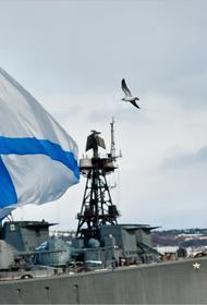 Самый большой Андреевский флаг подняли в честь Дня ВМФ в Североморске