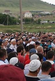 Похороны  ребенка  вызвали волнение  жителей села, решивших поддержать задержанного отца мальчика
