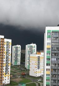 Москвичей предупредили о грозе в понедельник