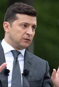 Украинские националисты подвесили за шею фигуру Зеленского на митинге в Полтаве