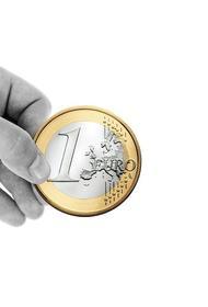 Курс евро впервые с начала апреля превысил 85 рублей