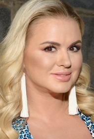 Анна Семенович рассказала, что её молодой человек переболел коронавирусом