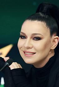 Ёлка показала поклонникам нового члена семьи: «Я мать»