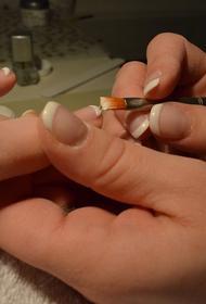 Поход в салон на маникюр спас жительницу Великобритании от рака легких