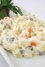 Сметана или майонез - диетолог рассказала о вреде и пользе заправок для салатов