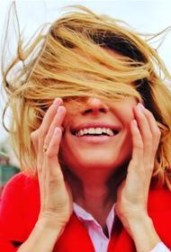 Любовь Толкалина показала пляжные фото в необычном «купальнике»