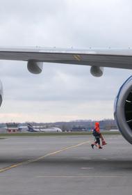 В Шереметьево топливозаправщик столкнулся с самолетом, пострадал человек