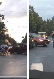 Видео, как в Петрозаводске машина снесла подростка на пешеходном переходе