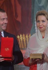 Дмитрий Медведев и его жена получат дипломатические паспорта