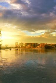 В Сургуте нефтепродукты попали в реку Сайма
