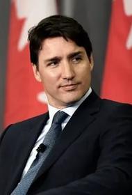 Премьер-министра Канады обвиняют в краже денег у детей