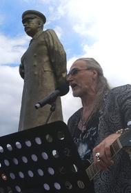 «Быть добру на Бору!»: Никита Джигурда выступил в Нижегородской области возле памятника Сталину