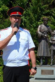 Памятник «Преемственность поколений» открыли в станице Старотитаровской