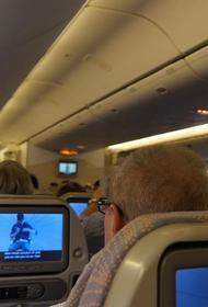 Названа причина запрета откидывать спинки кресел в самолете во время взлета и посадки