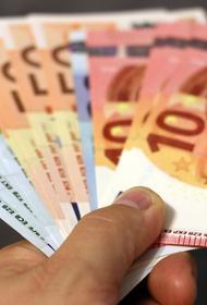 В Москве неизвестный украл из сейфа валюту и ювелирные изделия на 6,3 млн рублей