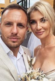 Известный телеведущий впервые женился в 38 лет