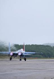 Истребитель Су-27 перехватил два американских самолета-разведчика над Черным морем
