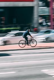 Британский телеведущий упал с велосипеда и  сломал позвоночник