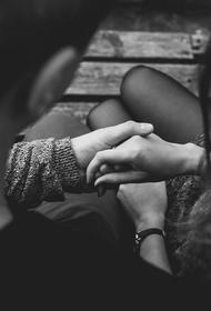 Психолог объяснила, по каким косвенным признакам можно понять, что партнер изменяет