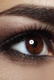 Исследователи рассказали, что обладатели карих глаз склонны к алкоголизму