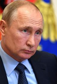 Французская газета поместила  на обложку Путина в костюме суперагента и с вакциной в руке