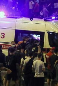 Белорусские медики говорят, есть негласное распоряжение не принимать вызовы протестующих. Врачи организуют травмпункты на дому