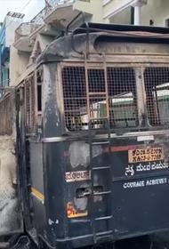 Facebook-запись вызвала погром в Индии