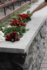 У посольства Белоруссии в Москве собрались десятки людей