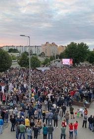 Бойцы ОМОНа замечены при входе в здание государственной Белтелерадиокомпании в Минске