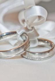 Светлана Бондарчук выложила фото из ЗАГСа. Она в белом свадебном платье