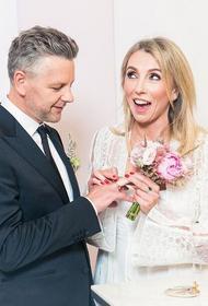 Бондарчук сменила на свадьбе три платья