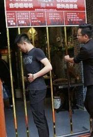 В китайском ресторане на входе и выходе взвешивают клиентов
