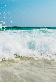 Врач объяснил, когда полоскать горло морской водой опасно