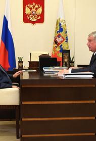 Глава «Роснефти» подарил Путину бутылку нефти