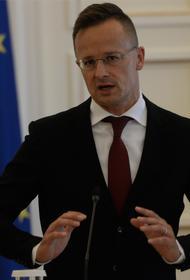 Глава МИД Венгрии с яхты публиковал кабинетные фото