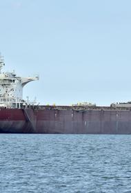 Китай переделал торговое судно в боевой вертолетоносец
