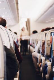 Пассажиры самолета американской авиакомпании подрались из-за правила о ношении маски на борту