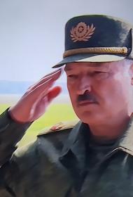 Лукашенко с автоматом вышел к силовикам:  «Вы красавцы, мы с ними разберемся»