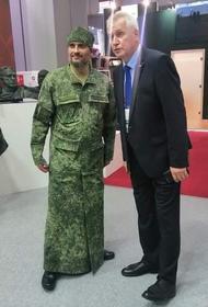 Камуфляжные рясы для священников на форуме «Армия-2020» вызвали много споров, но РПЦ от хаки открестилась