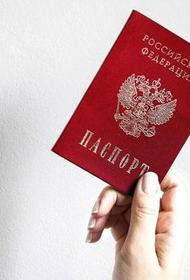 Высланным из Белоруссии российским журналистам придется менять испорченные паспорта